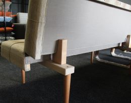 Sklopná lavice Linda, látka A/13 hnědá, nohy přírodní buk